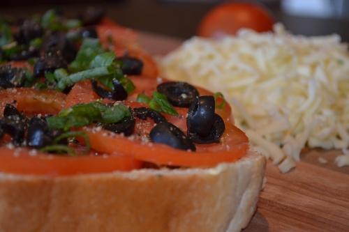 "Tomato and Olive ""braai"" bread"